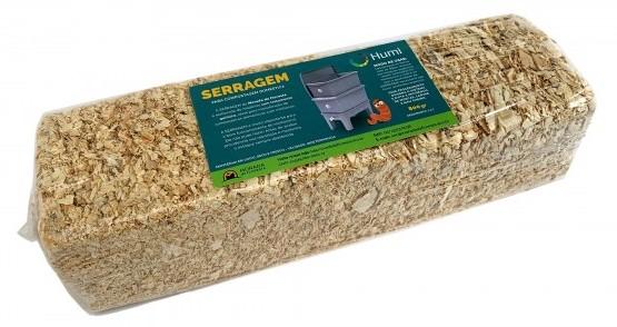 A serragem é o melhor material para cobrir os alimentos inseridos na compostagem com minhocas
